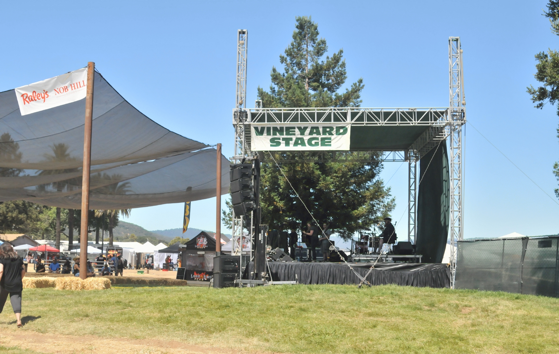 Christmas Hill Park California.Bcx News Vineyard Stage As A Music Venue In The 2017