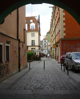 Alley_Warsaw_Poland_P1050608.jpg