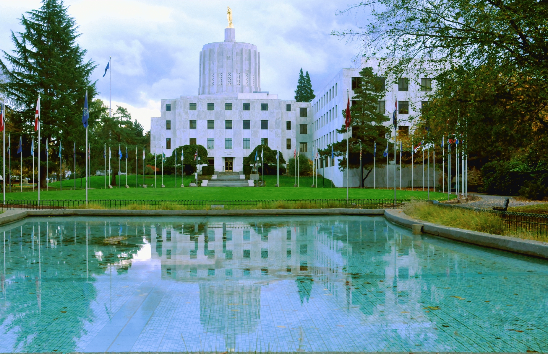 Oregon_State_Capital_20151108_154242_C15_5226.jpg