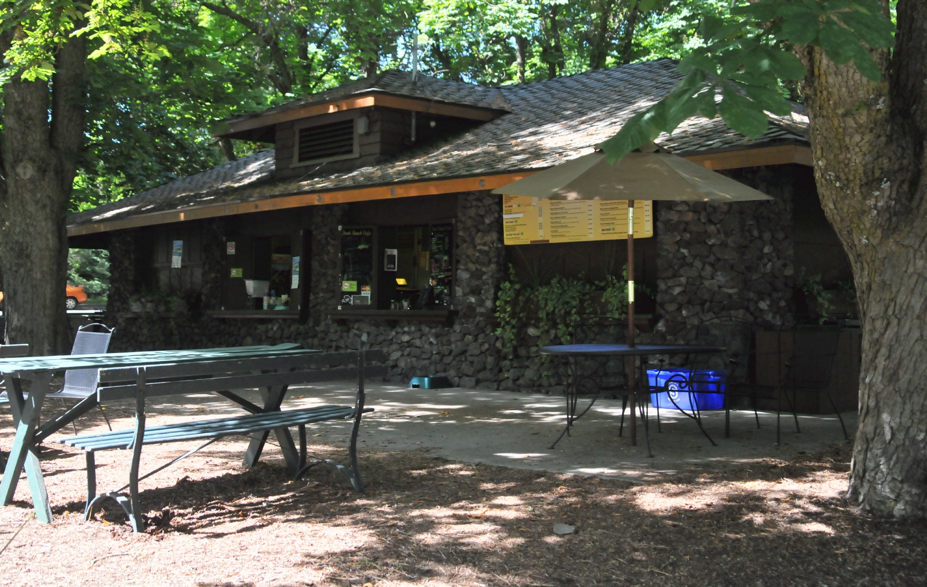 Bcx News Manito Park Bench Cafe In Manito Park And Botanical